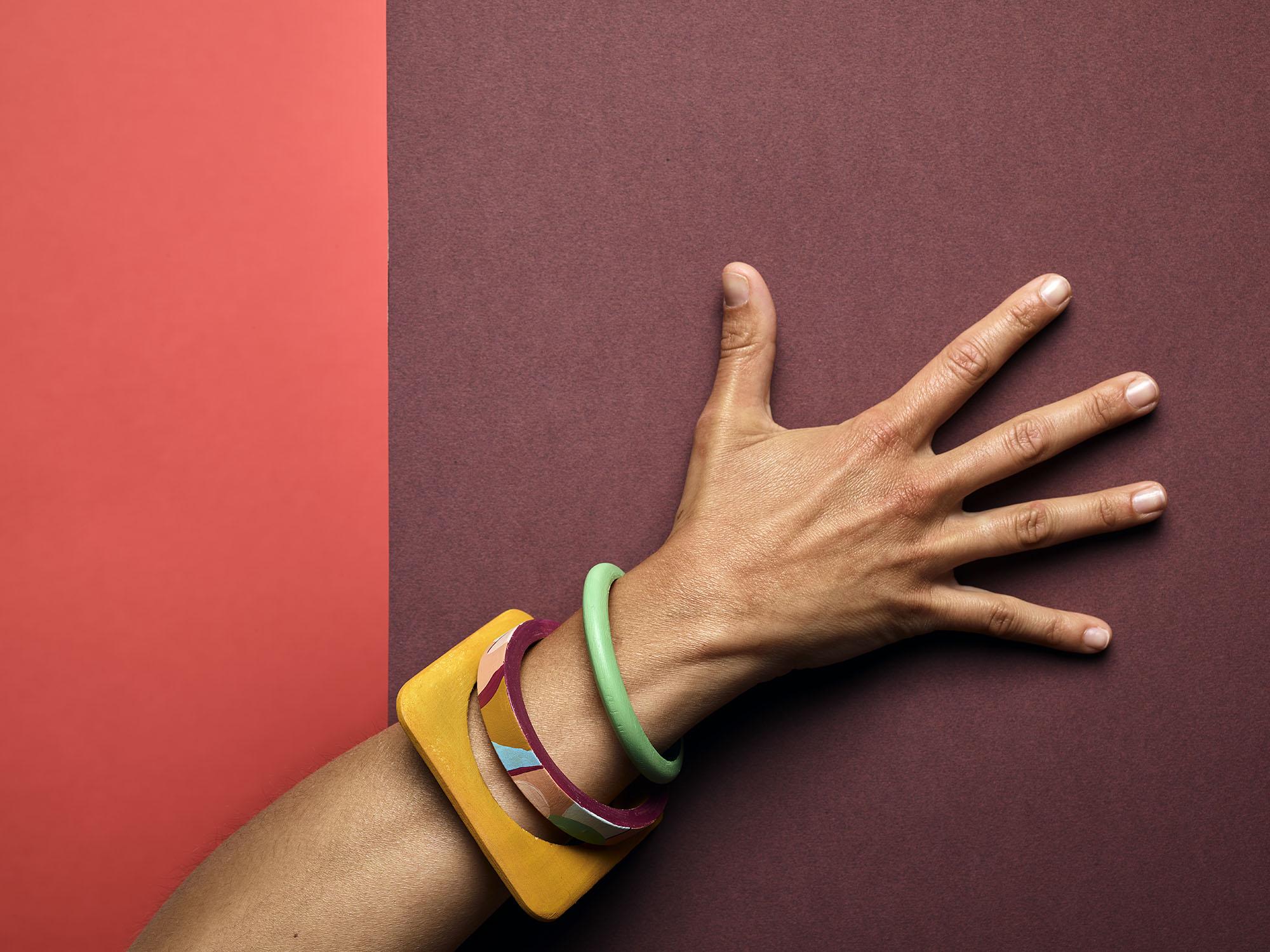 pulseras-madera-pintadas-a-mano-amarillo-mostaza