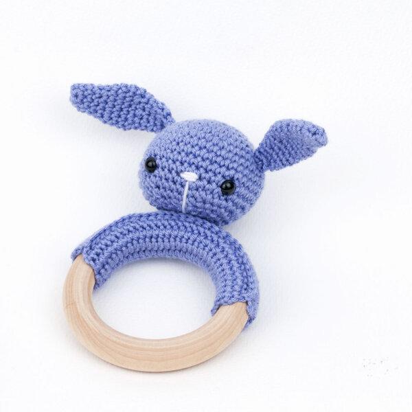 sonajero-amigurumi-conejo-malva