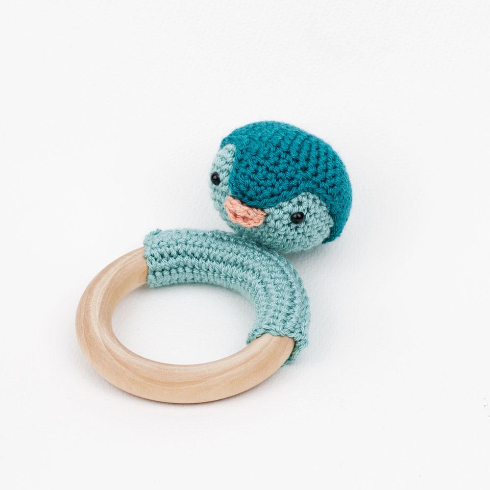 sonajero-amigurumi-pinguino-azules-1